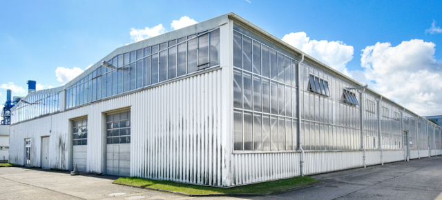 ansicht lagerhalle im business park in rostock