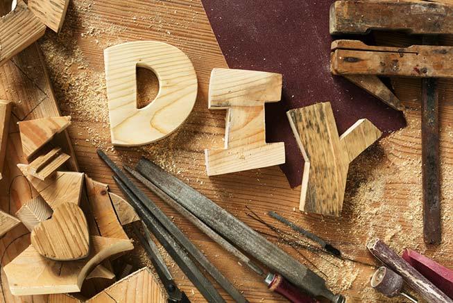 Schriftzug DIY aus Holz ausgeschnitten